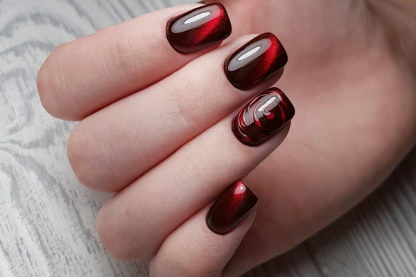 Красный маникюр на короткие ногти 2020
