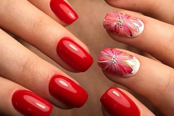 Красный маникюр на короткие ногти 2020: ТОП-5 актуальных трендов